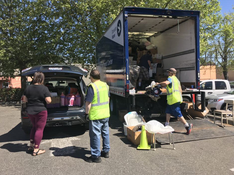 West seattle blog community garage sale day northwest centers big blue truck open late tonight in the junction for post wscgsd donations 4718 44th sw dropoff until 630 pm please bagbox items solutioingenieria Images